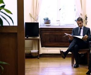EUObserver: Ο Μητσοτάκης θα φέρει το τέλος της εποχής του «σουρεαλισμού»