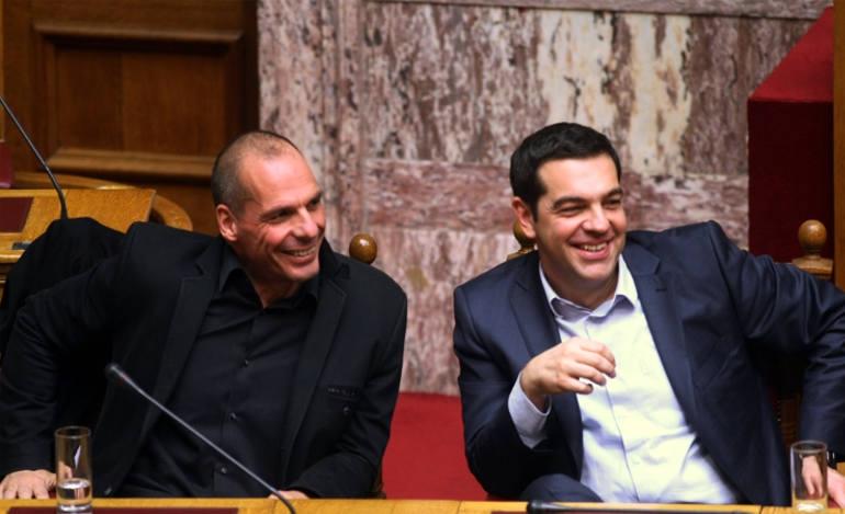Ο Τσίπρας βλέπει παντού χαμογελαστά πρόσωπα γι' αυτό... μουρμού κι αχνιά