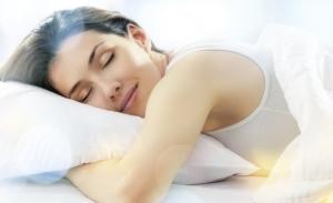 Έξι τρόποι για να κοιμόμαστε χωρίς να ιδρώνουμε το καλοκαίρι