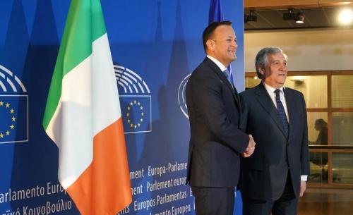 Πώς θριάμβευσε η Ιρλανδία στη διαχείριση του προγράμματος-μνημονίου και πώς απέτυχε η Ελλάδα