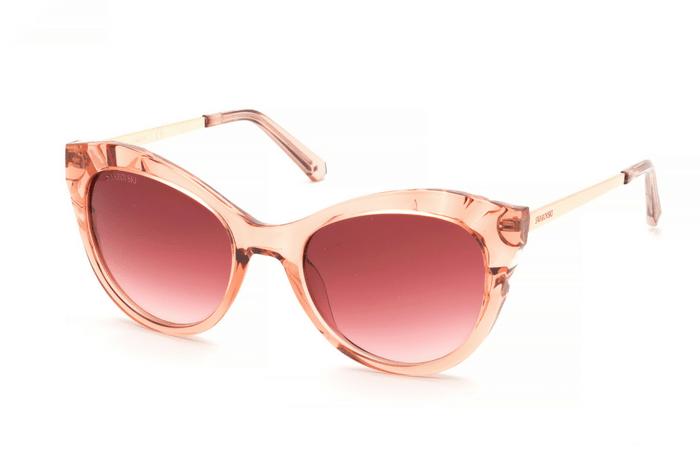 Στρογγυλά και κομψά τα γυαλιά είναι ultra-chic. Ένα μοναδικό κρύσταλλο  Swarovski 8b0e89355f6