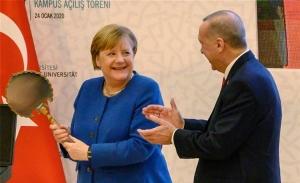 Ο Ερντογάν συναντά τη Μέρκελ για να «σταματήσει τον Χάφταρ»