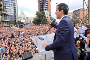 Βενεζουέλα: Οι ΗΠΑ αναγνωρίζουν ως «προσωρινό πρόεδρο τον ηγέτη της αντιπολίτευσης Χουάν Γκουαϊντό