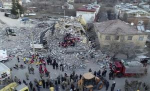 Τουρκία: Στους 39 οι νεκροί του σεισμού, τελευταίες προσπάθειες των σωστικών συνεργείων
