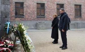 Φόρο τιμής στους Έλληνες που πέθαναν στο Άουσβιτς απέτισε ο πρωθυπουργός