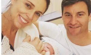 Η πρωθυπουργός της Ν.Ζηλανδίας γέννησε σε δημόσιο μαιευτήριο και θα πάρει άδεια μητρότητας 6 εβδομάδων