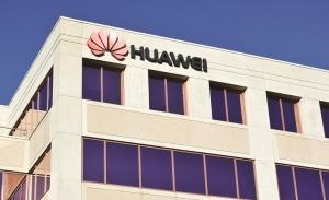 Οι ΗΠΑ πιέζουν, η Huawei απαντά, η Google ανησυχεί