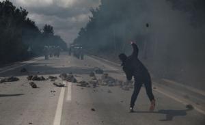 Προσπάθεια κατευνασμού σε Λέσβο και Χίο μετά τις δολοφονικές επιθέσεις κατά των ΜΑΤ - Επιμένει ο Μουτζούρης