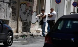Μολότοφ με τραυματία αστυνομικό έξω από το σπίτι του Αλέκου Φλαμπουράρη