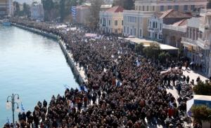 Στο Μαξίμου το ψήφισμα των συγκεντρώσεων για τη διαχείριση των προσφύγων στα νησιά