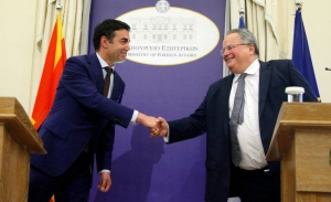 Ο Κοτζιάς στα Σκόπια για λύση στο όνομα εν μέσω ρωσικών προειδοποιήσεων κατά του ΝΑΤΟ