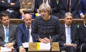 Βρετανία: Η Μέι ανέβαλλε την αυριανή ψηφοφορία για το Brexit