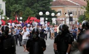 Σε διαρκή πολιτική αναταραχή η Αλβανία