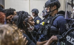 Η ένταση συνεχίζεται στις ΗΠΑ και ο Τραμπ συσσωρεύει πολιτικές ήττες