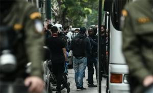 Νέα εκκένωση κατάληψης στα Εξάρχεια - Μένουν άλλες δεκαέξι