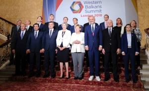 Ο Ζάεφ προσπαθεί να αναστήσει τον κυβερνητικό συνασπισμό στα Σκόπια