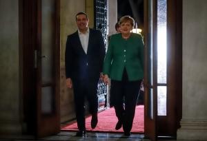 Τουσκ: Μόνοι τους και κλειδωμένοι Τσίπρας και Μέρκελ το βράδυ της πολύωρης διαπραγμάτευσης