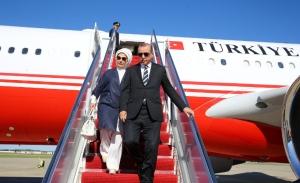 Με αντιευρωπαϊκή ρητορεία πετάει ο Ερντογάν να συναντήσει τον Τραμπ