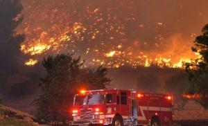 Πύρινος εφιάλτης στην Καλιφόρνια με τουλάχιστον 9 νεκρούς