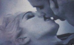 Μαντόνα:To φιλί γέφυρα από τον επαγγελματισμό στην αμφισεξουαλικότητα (video)