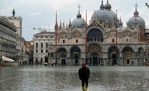 Μετά τη Βενετία, οι πλημμύρες απειλούν Πίζα και Φλωρεντία