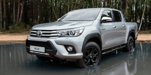 To Toyota Hilux πενηντάρισε (Video)