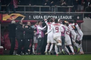 «Θρυλική» πρόκριση του Ολυμπιακού επί της Μίλαν στους 32 του Europa League