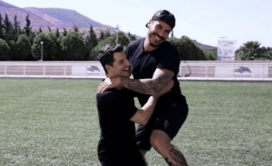 O Σάκης Ρουβάς και ο Άκης Πετρετζίκης σε ένα ανατρεπτικό challenge (video)