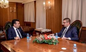 Τα Σκόπια προς τις κάλπες: Ο Μίτσκοσκι βάζει μπροστά την οικονομία και ο Ζάεφ καταγγέλλει τις ελίτ των Σκοπίων
