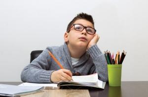 Γιατί τα παιδιά με ΔΕΠΥ δυσκολεύονται στον γραπτό λόγο;