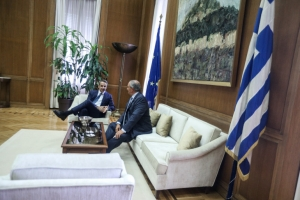 Σε καλό κλίμα η συνάντηση Μητσοτάκη-Καραμανλή στην Βουλή