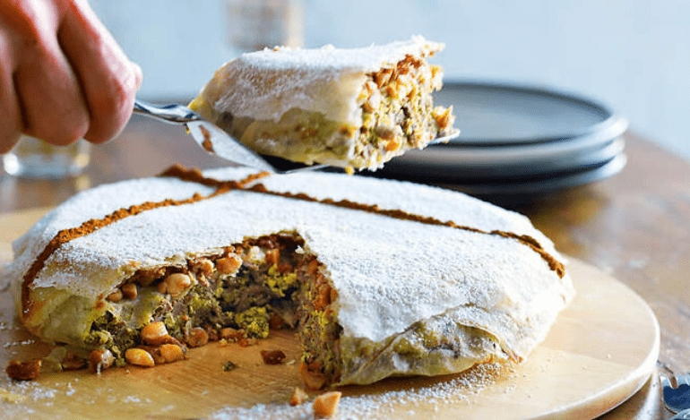Παστίλα ή μπαστίλα, μαροκινή κοτόπιτα με ζάχαρη άχνη