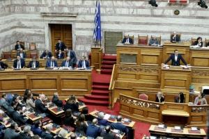 Ώρα του πρωθυπουργού: Κόντρα Μητσοτάκη-Τσίπρα για τη διαφθορά