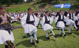 «Ο τόπος μου γιορτάζει»: Από σήμερα Κυριακή, ήθη και γιορτές της Ελλάδας στην Cosmote TV