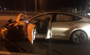 ΗΠΑ: Tesla στον αυτόματο πιλότο προσέκρουσε σε περιπολικό