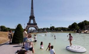 Τρεις νεκροί από τον καύσωνα που απειλεί τη Γαλλία