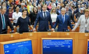 Τελευταίο αντίο στη Βρετανία από το Ευρωκοινοβούλιο