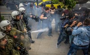 «Θεωρίες συνωμοσίας» χαρακτηρίζει ο Χρυσοχοϊδης τις ερμηνείες για απαγόρευση κάλυψης των διαδηλώσεων