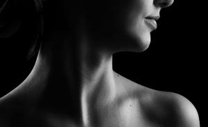 Πώς να φροντίσετε τις ρυτίδες στον λαιμό σας