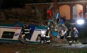 Τραγωδία στην Ιταλία: Σύγκρουση τραίνου με φορτηγό - Δύο νεκροί, πολλοί οι τραυματίες (Video)