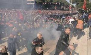 Η Αλβανία σε πολιτική αναταραχή