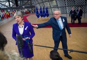 Γιούνκερ: Δεν μπορεί να συζητούμε για το Brexit κάθε Σαββατοκύριακο