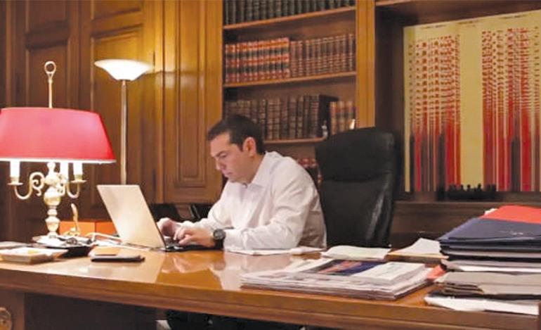 Ο πρωθυπουργός γυρίζει υπερπαραγωγές και η ΕΡΤ αναζητά αντικείμενο για το προσωπικό της