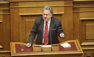 Ο Κατρούγκαλος κατέθεσε το επίσημο κείμενο του Συντάγματος των Σκοπίων στην Βουλή