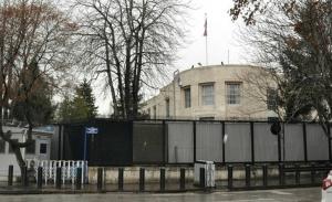 «Προβοκάτσια» οι σφαίρες κατά της πρεσβείας των ΗΠΑ, λέει εκπρόσωπος του Ερντογάν