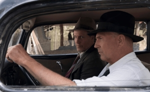 O Κέβιν Κόστνερ και ο Γούντι Χάρελσον αναλαμβάνουν δράση στο τρέιλερ της ταινίας Τελική Ενέδρα