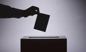 Στη βουλή η άρση των περιορισμών στην ψήφο των αποδήμων