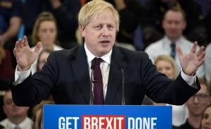 Θρίαμβος Τζόνσον στις βρετανικές κάλπες