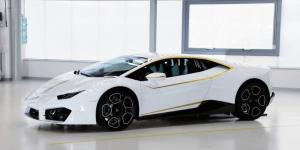 Η Lamborghini Huracan με την υπογραφή του Πάπα πουλήθηκε 700.000+ ευρώ