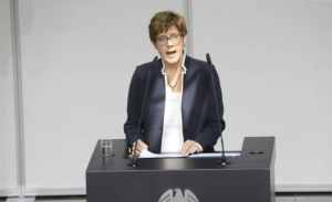Γερμανία: H Κραμπ-Καρενμπάουερ θα προτείνει αρχηγό του CDU στις 24 Φεβρουαρίου